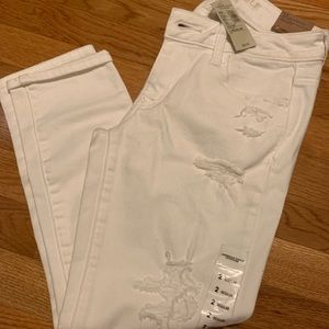 White cropped AE jeans with tag. Size 2